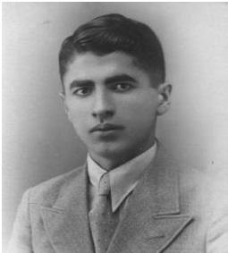 الدكتور اكرم نشات  تلميذ في المدرسة الثانوية المركزية  1937