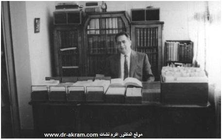 الدكتور اكرم نشات خلال تحضيره رسالة الدكتوراه في القاهرة – 1964