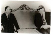 الدكتور اكرم نشات ابراهيم مع الرئيس العراقي احمد حسن البكر