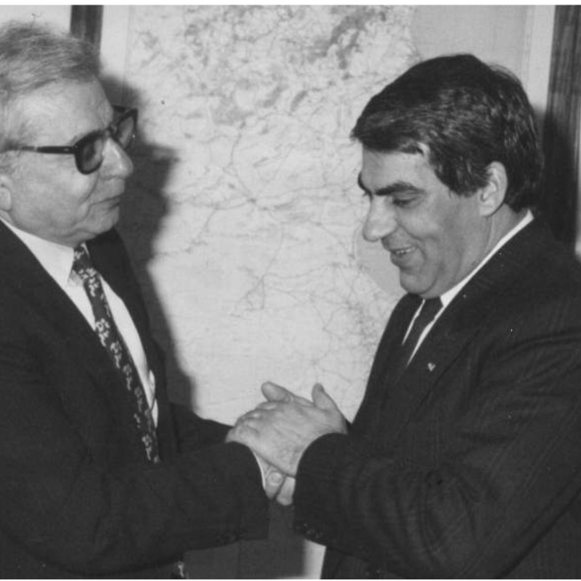 الدكتور اكرم نشات ابراهيم مع الرئيس التونسي زين العابدين