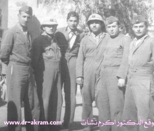 في دورة الضباط بمدرسة النقليات الآلية العسكرية - 1940 من اليسار الأول الملازم عبد الرحمن محمد عارف والثالث اكرم نشات