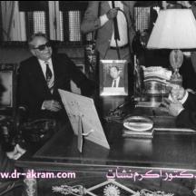 الرئيس التونسي الحبيب بورقيبة يستقبل الدكتور اكرم نشات ابراهيم والرئيس زين العابدين بن علي سنة 1985 تونس