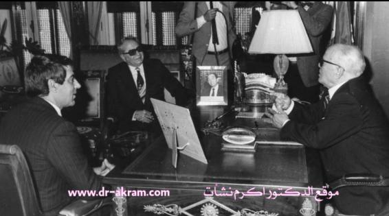 الرئيس التونسي الحبيب بورقيبة يستقبل والدكتور اكرم نشات ابراهيم والرئيس زين العابدين بن علي سنة 1985 تونس