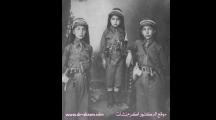 الدكتور اكرم نشات بملابس الكشافة يتوسط شقيقيه هاشم على يمينه وناظم على يساره - 1926