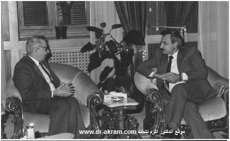 الدكتور محمد حربة وزير الداخلية السوري في حديث مع الدكتور اكرم نشات ابراهيم خلال زيارته دمشق