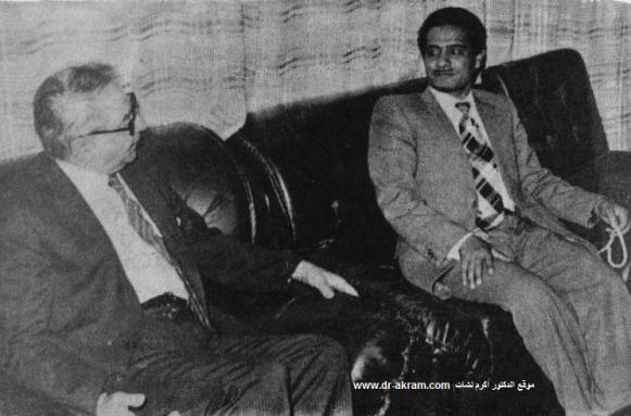 السيد محسن محمد العلفي وزير الداخلية اليمني في حديث مع الدكتور اكرم نشات ابراهيم خلال زيارته صنعاء