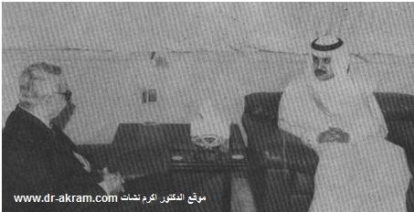 الشيخ عبدالله بن خليفة آل ثاني وزير الداخلية بدولة قطر في حديث مع الدكتور اكرم نشات ابراهيم خلال زيارته الدوحة