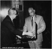 زكي بدر وزير الداخلية المصري و للدكتور اكرم نشات ابراهيم
