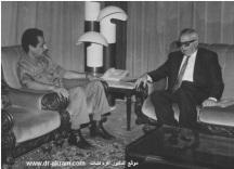 السيد ابراهيم محمد بكار أمين اللجنة الشعبية العامة للعدل بالجماهيرية العربية الليبية في حديث مع الدكتور اكرم نشات ابراهيم خلال زيارته طرابلس
